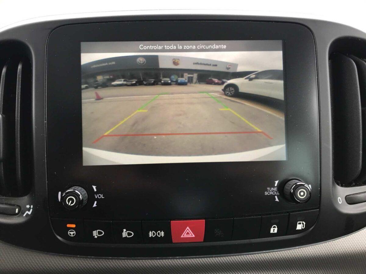 Detalle cámara visión trasera Fiat 500L GLP Lounge