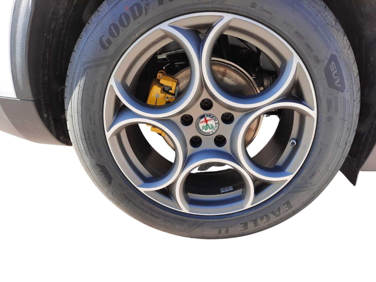 Coche Alfa Romeo Stelvio blanco 2021 2.2 diesel 190cv sprint plus q4 de km0