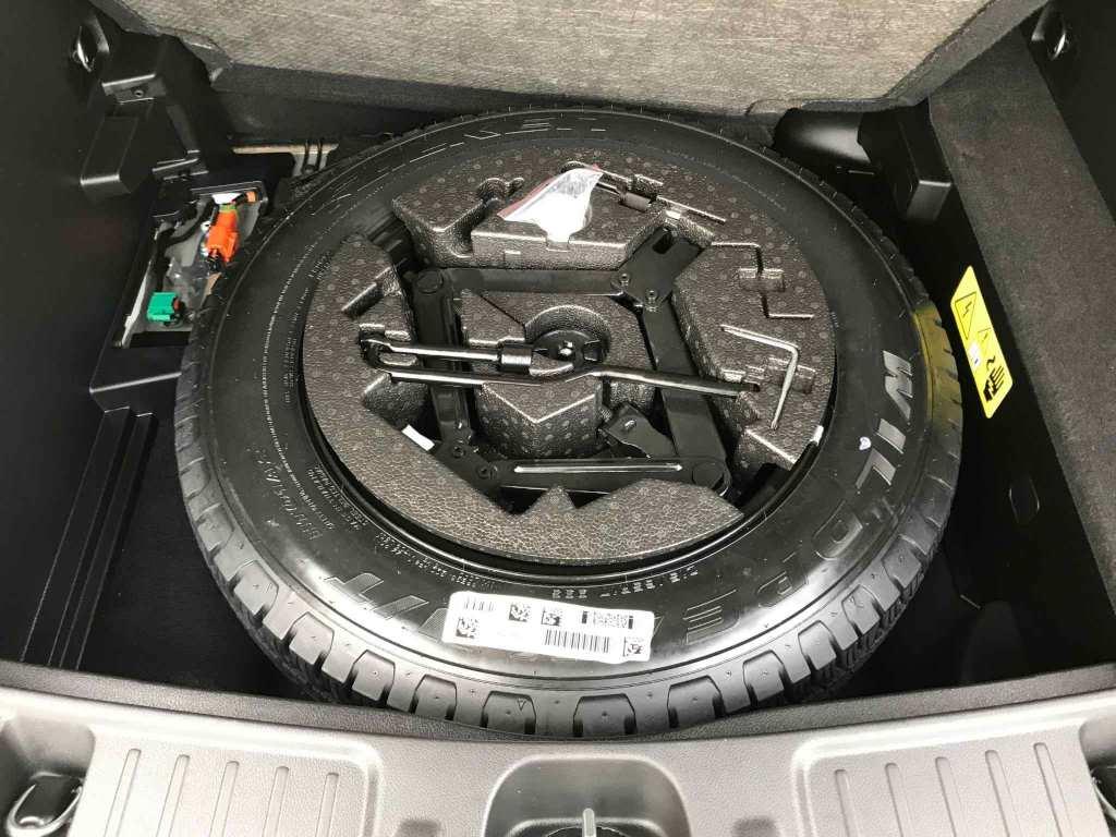 Jeep Compass 1.3 PHEV 240CV Trailhawk AT AWD híbrido enchufable de ocasión en negro metalizado