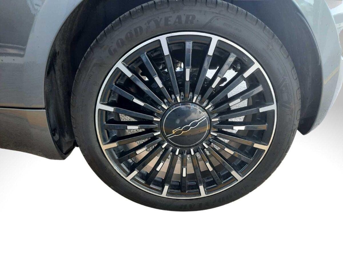 Fiat 500 eléctrico icon en color gris de km0