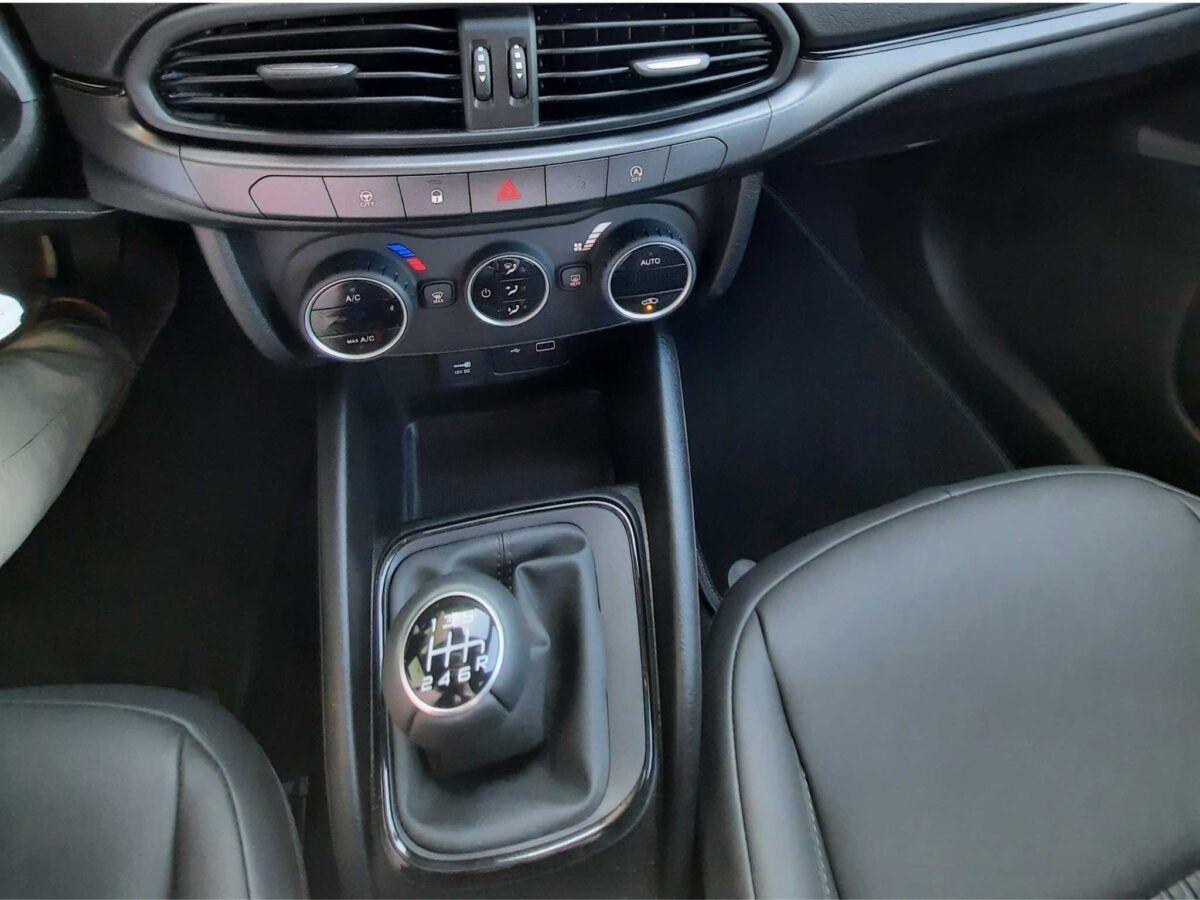 Fiat Tipo 5 puertas S-Design con motor 1.4 95 cv gasolina en color blanco de km0