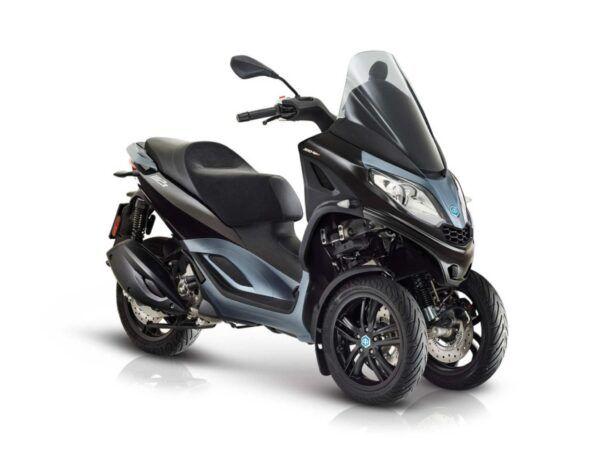 Moto 3 ruedas Piaggio MP3 300 hpe E5 negra nueva