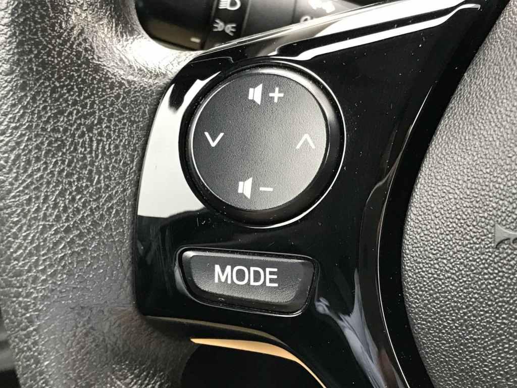 Coche Peugeot 108 1.2 PureTech 82 con motor gasolina de ocasión en color negro