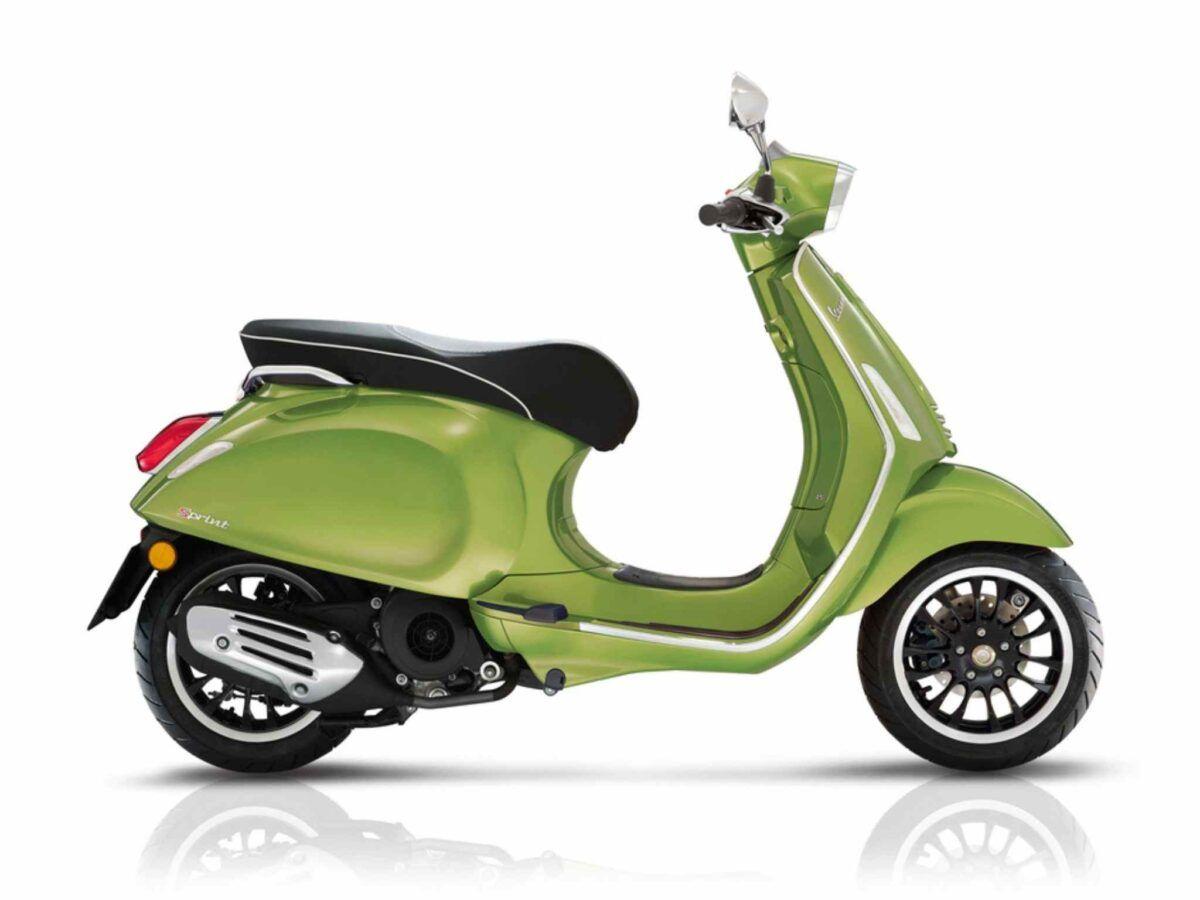 Moto Vespa Sprint 125 E4 color verde nueva