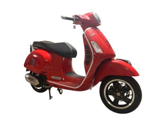 Vespa GTS Super 125 euro 4 en color rojo de oferta