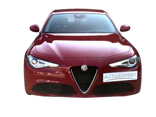 Alfa Romeo Giulia Super diesel 2.2 150 cv de ocasión en color rojo con pocos kilómetros