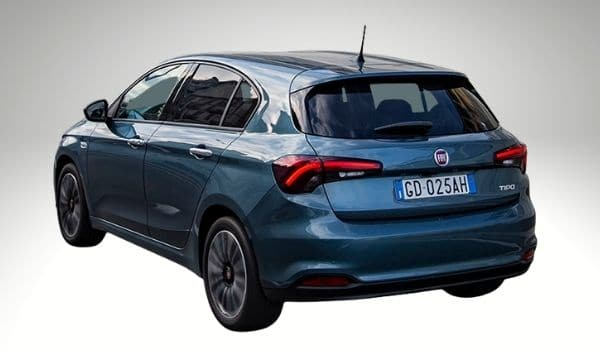 Coche hatchback fiat tipo